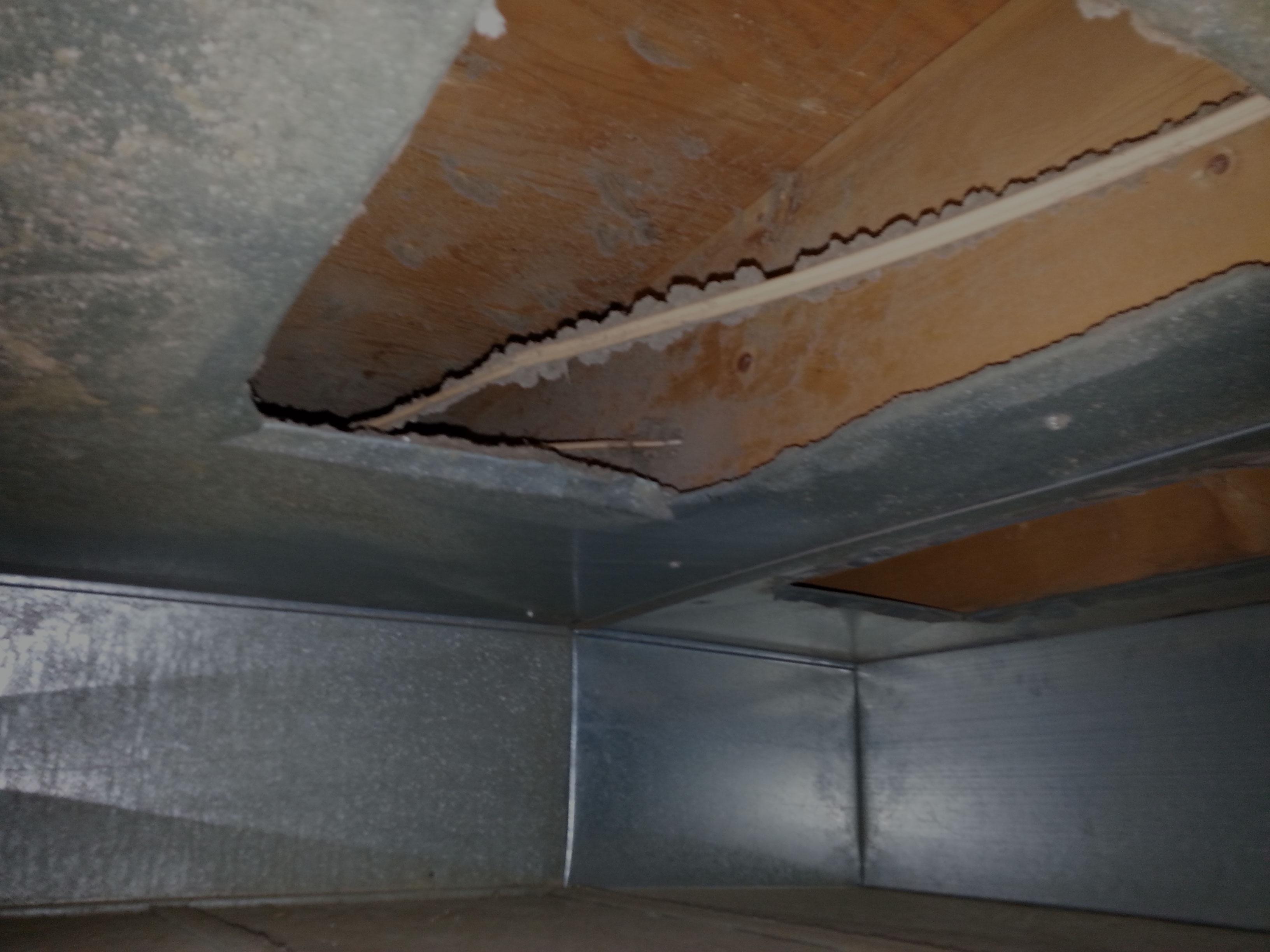 Conduit ventilation avec saletés | Le Pro du Conduit LL inc.